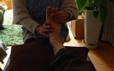 夫婦で足もみ(足つぼ)